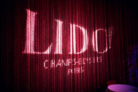 Visite secrète des coulisses du Lido et diner spectacle revue Bonheur