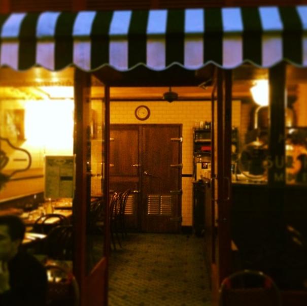 Moonshiner nouveau bar cocktail clandestin paris for Restaurant 24h paris
