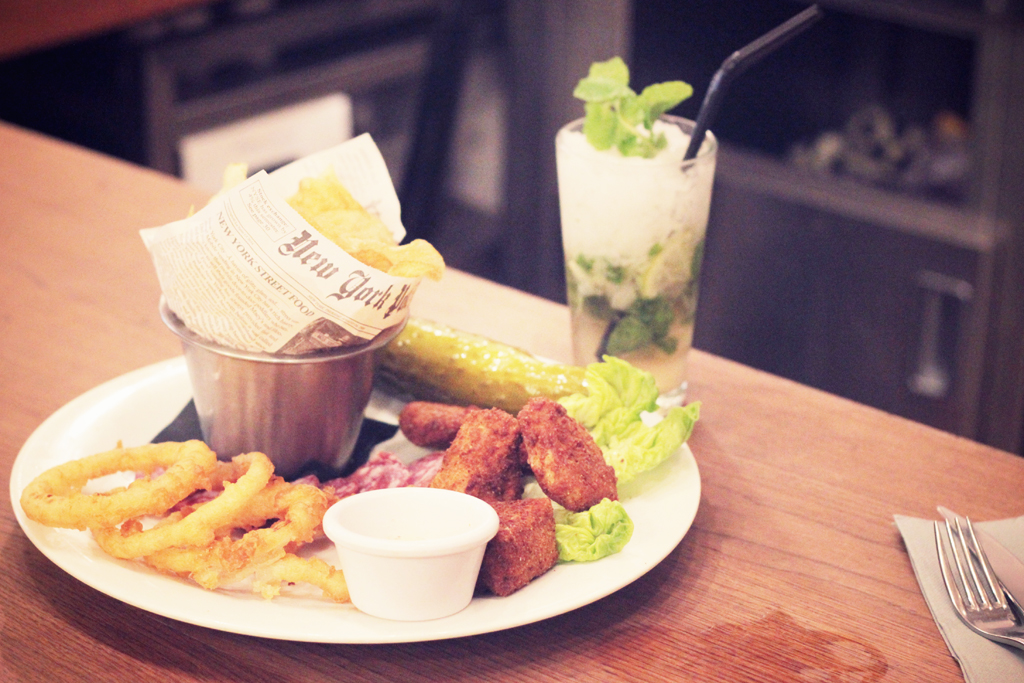 Best-Burger-Moutarde-Street-Paris-08