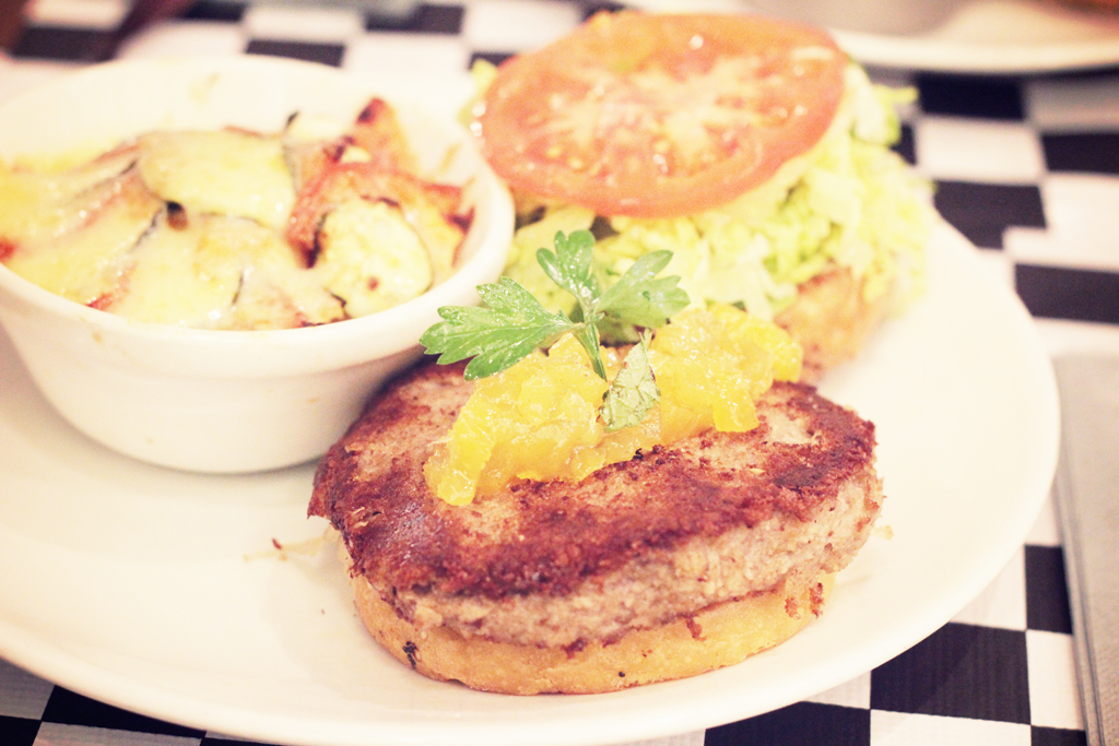 Best-Burger-Moutarde-Street-Paris-11