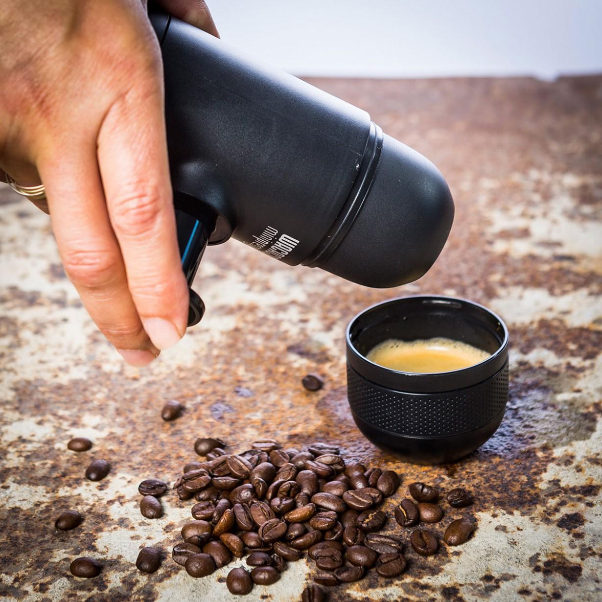 minipresso-la-machine-a-expresso-la-plus-compacte-au-monde-20c