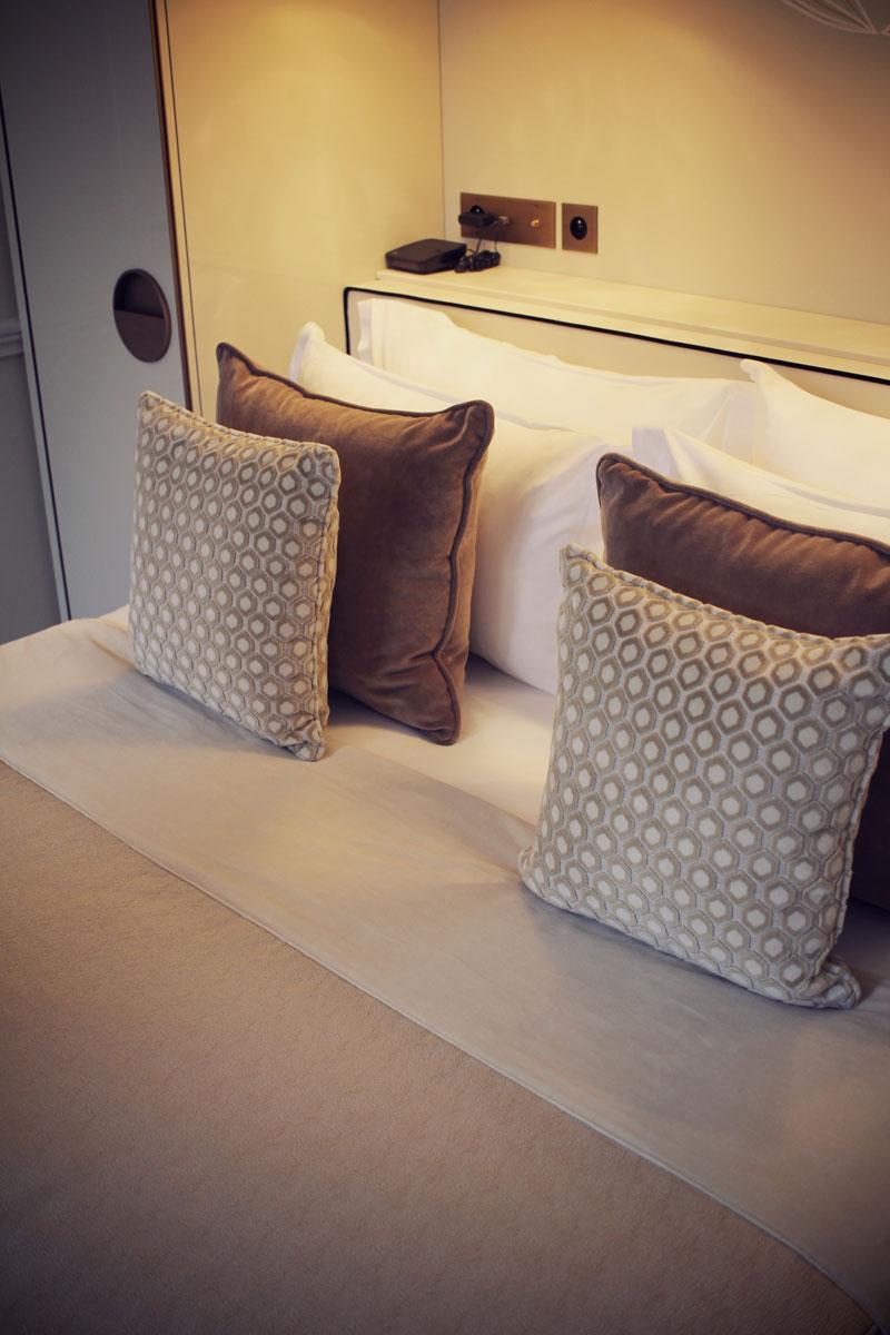 le-narcisse-blanc-hotel-paris-01