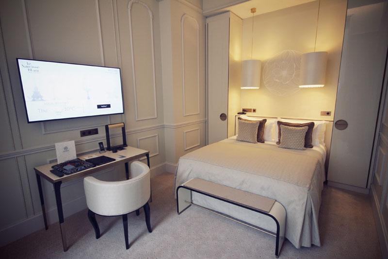 le-narcisse-blanc-hotel-paris-13